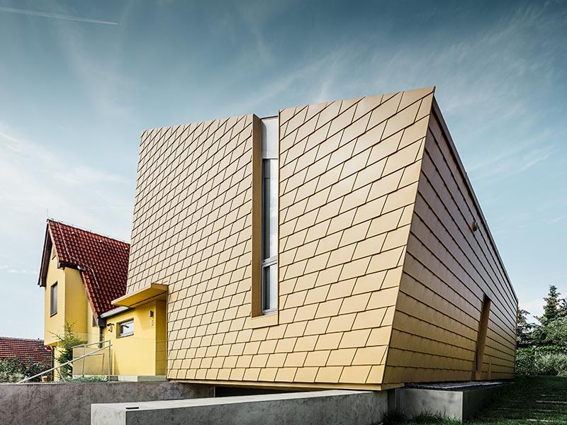 Sehr Moderner Zubau Eines Einfamilienhauses Mit Der Alu Fassade Von PREFA;  Verbaut Wurden Die